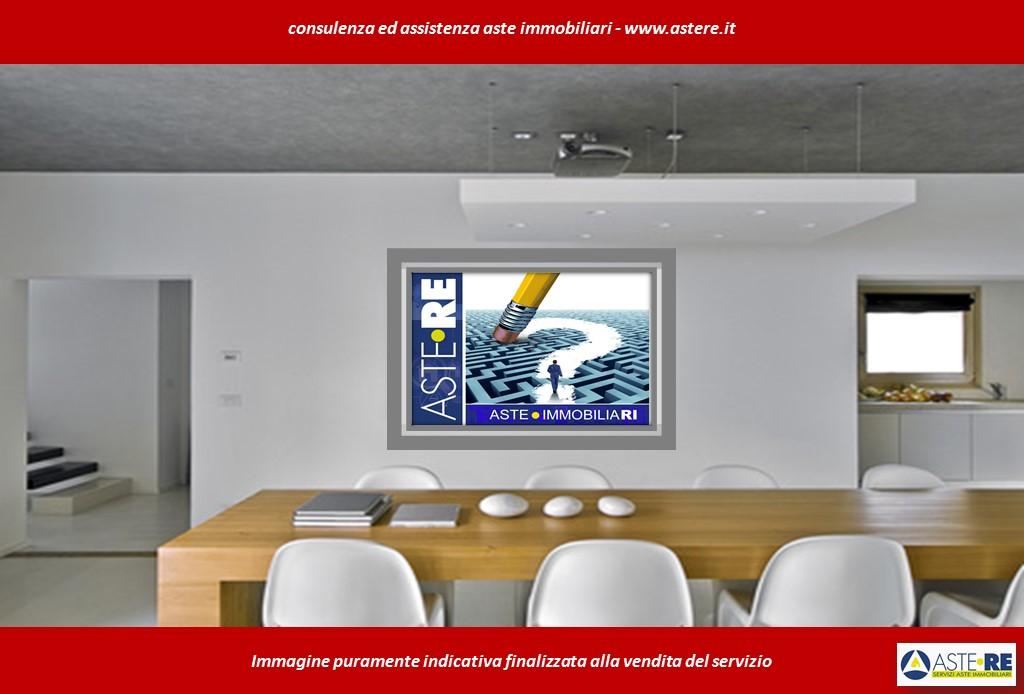 Ufficio / Studio in vendita a Travedona-Monate, 4 locali, prezzo € 74.844   CambioCasa.it